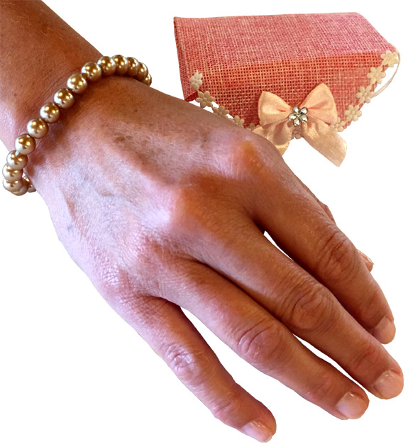 Pearl Bracelet in Gift Pouch - Jewelry Gifts - Holiday Gifts Mart